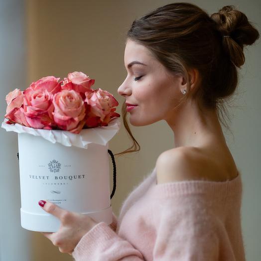 Букет роз Emotion в шляпной коробке: букеты цветов на заказ Flowwow