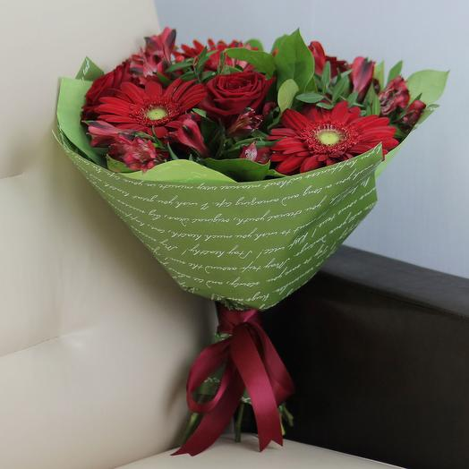 Красное трио: букеты цветов на заказ Flowwow