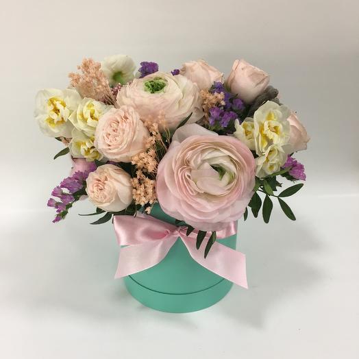 Нежный букет в шляпной коробке: букеты цветов на заказ Flowwow