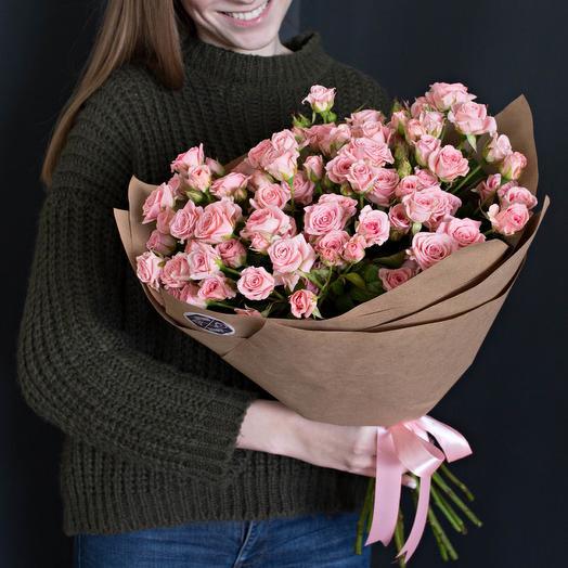 Кустовая розочка в крафте: букеты цветов на заказ Flowwow