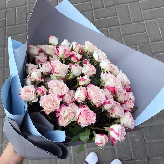 Стильный букет ажурных кустовых розочек: букеты цветов на заказ Flowwow