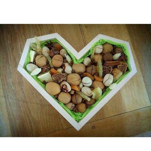 Набор орехов в деревянном боксе