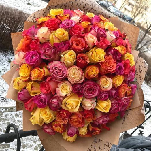 Букет из 101 розы яркий