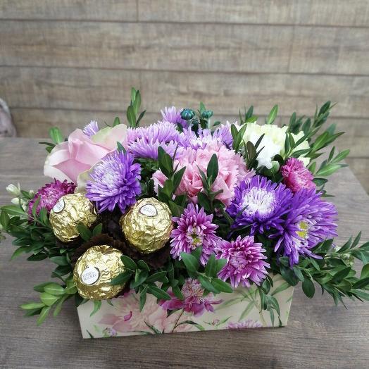 Коробочка-комплимент с любимыми конфетами: букеты цветов на заказ Flowwow