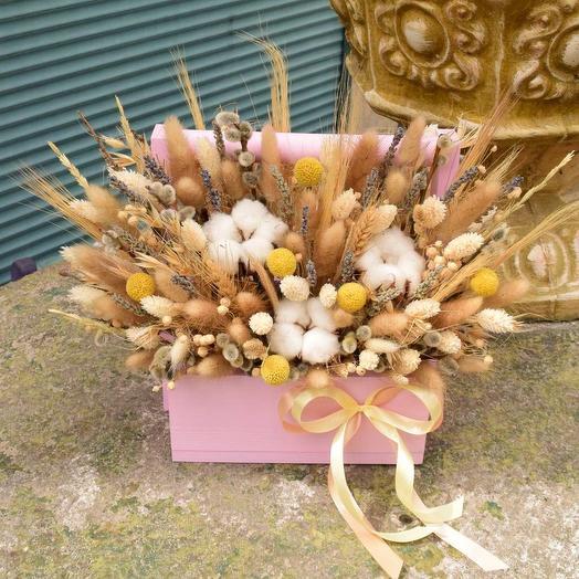 Нежная праздничная композиция с сухоцветами