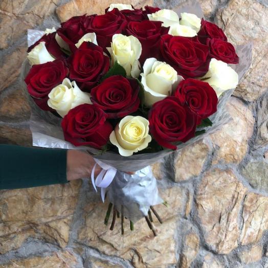 Красно-белый букет: букеты цветов на заказ Flowwow