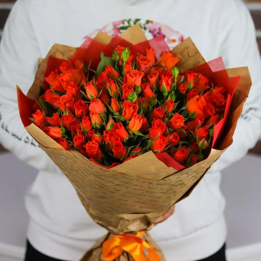Букет из 25 веточек оранжевых кустовых роз. N739