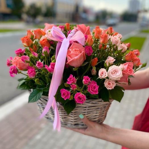 Корзинка из кустовых роз
