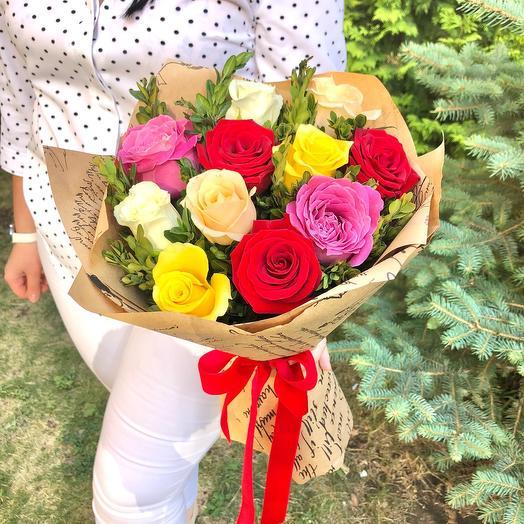 Букет 11 разноцветных роз