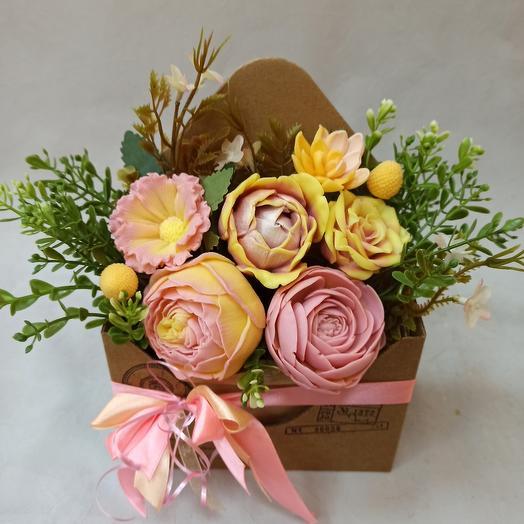 Коробка из мыльных цветов ручной работы