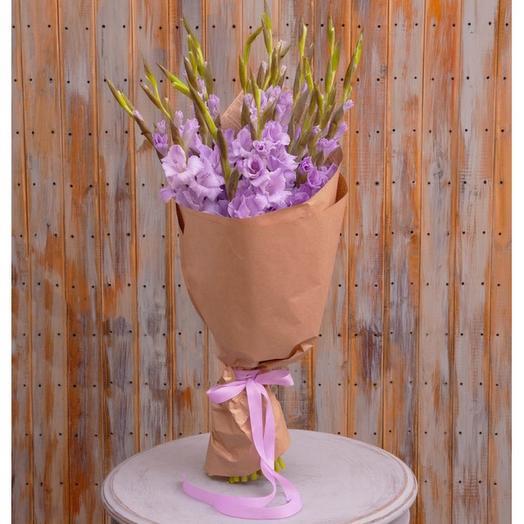 Букет из лиловых гладиолусов
