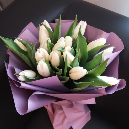 17 белых тюльпанов