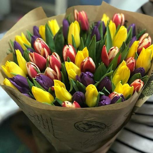 51 тюльпан в крафте