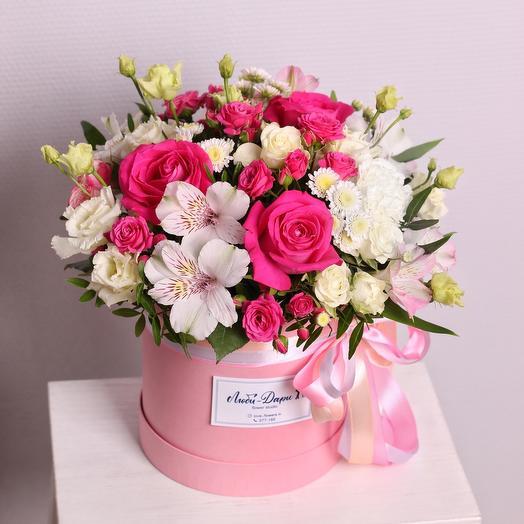 Цветы в коробке «Люблю тебя»