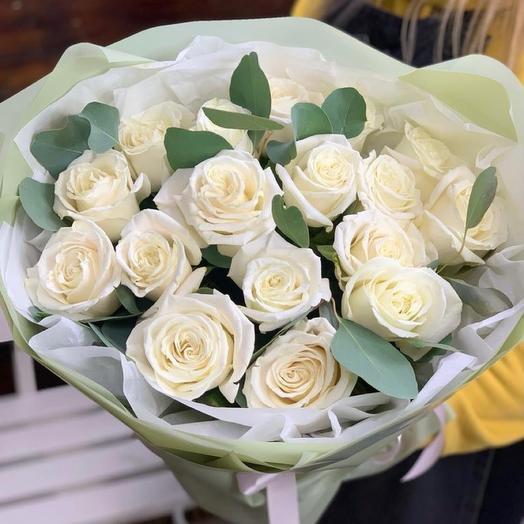 17 белых роз