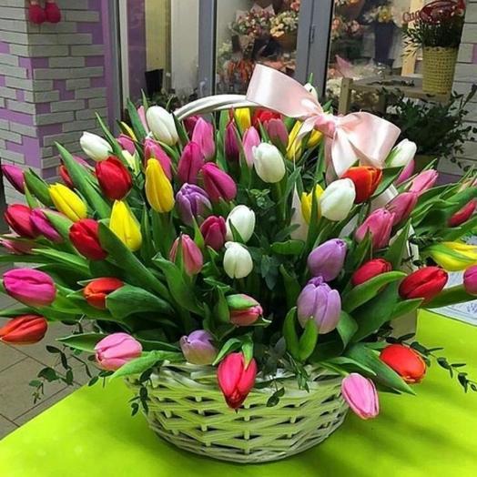 Корзина с тюльпанами 75 шт