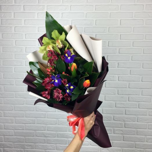 Букет с орхидеей и ирисами