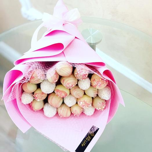 """Bouquet """" Strawberries in white chocolate»"""