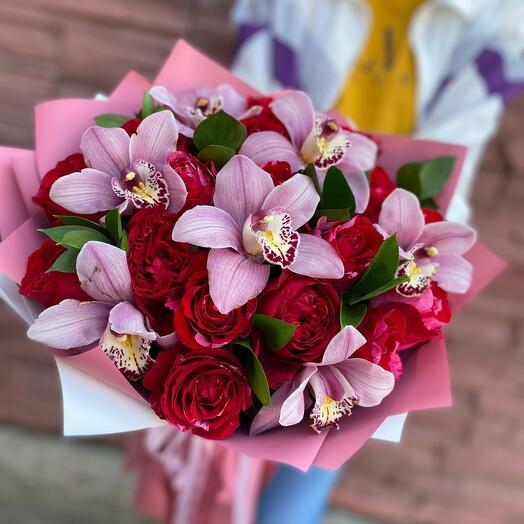 Шикарный букет из роз и орхидей