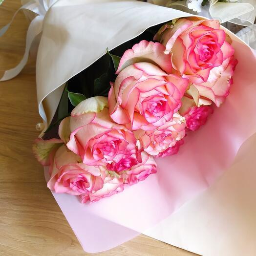 Букет из 11 крупных роз Джумилия