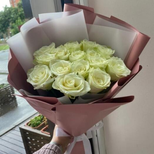 Букет из 25тбелых роз