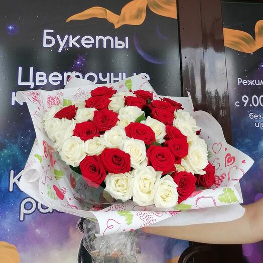 51 белая и красная роза 😍