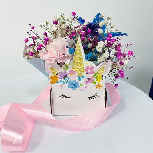 Единорожка с цветами