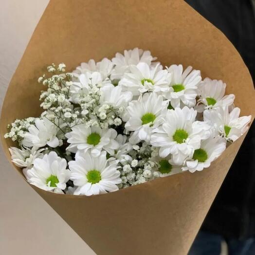 3 белые хризантемы в крафте