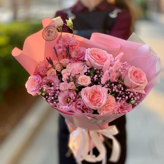Нежный букет с ароматными французскими розами