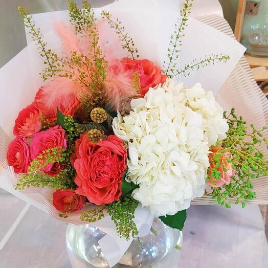 Пионовидные розы и гортензия😍