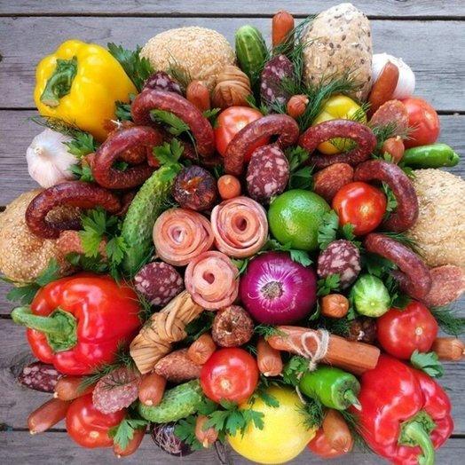 Букет из овощей и колбасы