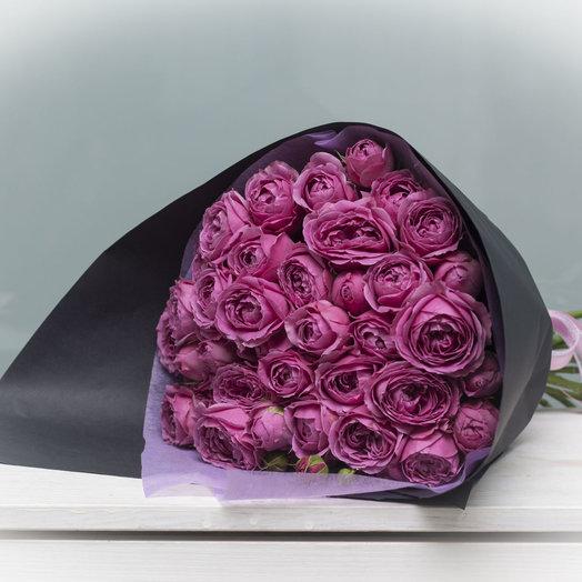 Классический монобукет из пионовидной розы в черном крафте: букеты цветов на заказ Flowwow