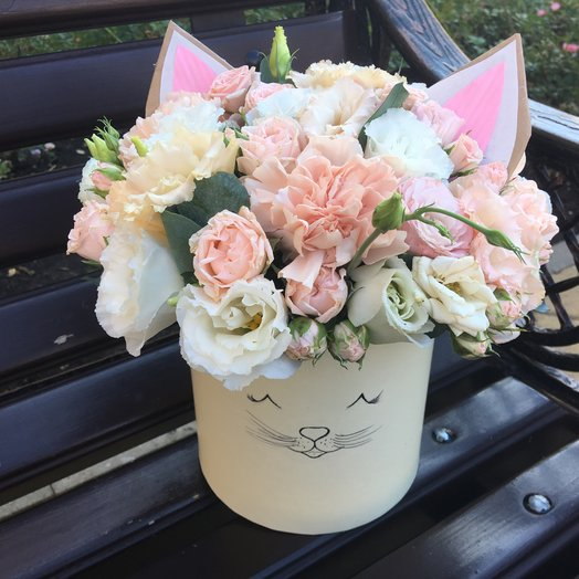 Цилиндр «Котёнок»: букеты цветов на заказ Flowwow