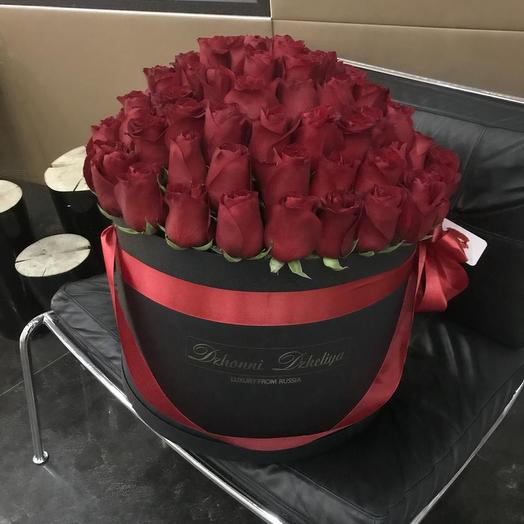 Бордовые розы в черной коробке от 91 до 101 шт: букеты цветов на заказ Flowwow