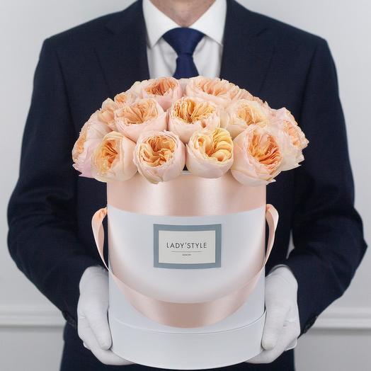 Пионовидные розы Juliet в шляпной коробке M