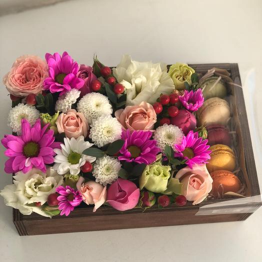 Макарони в коробке: букеты цветов на заказ Flowwow
