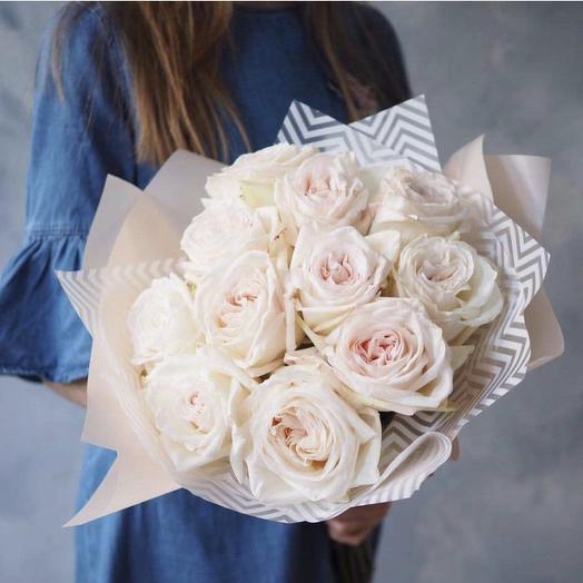 Bouquet of peony-shaped roses Ohara white