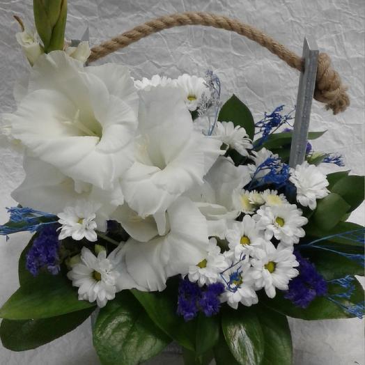 Деревянный ящик с гладиолусом: букеты цветов на заказ Flowwow