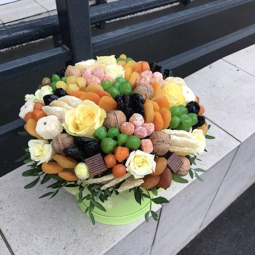 Букет из сухофруктов и цветов: букеты цветов на заказ Flowwow