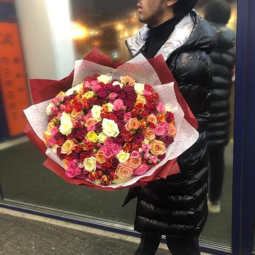 Кустовые розы микс 101 шт: букеты цветов на заказ Flowwow