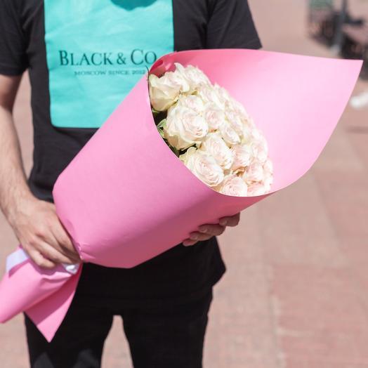 19 нежных роз в упаковке