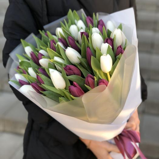 A bouquet of white and purple tulips
