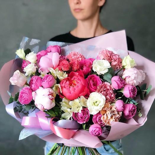 """Букет цветов из пионов и роз """" Пять оттенков любви"""""""