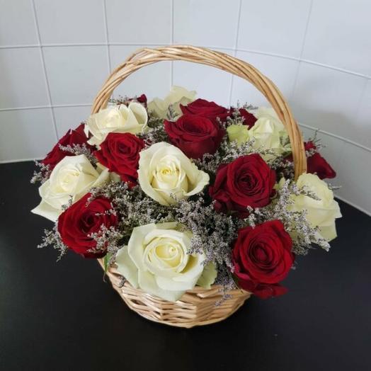 Корзина роз и лимониума