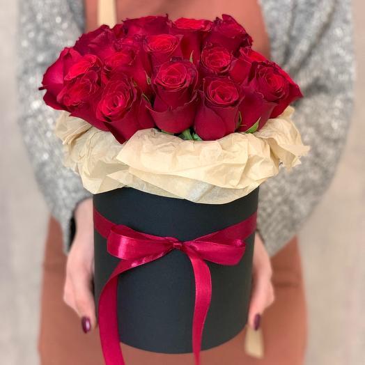 Букет из 29 роз Кения в шляпной коробке