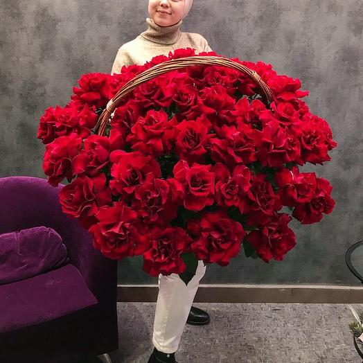 Огромная корзина ажурных роз