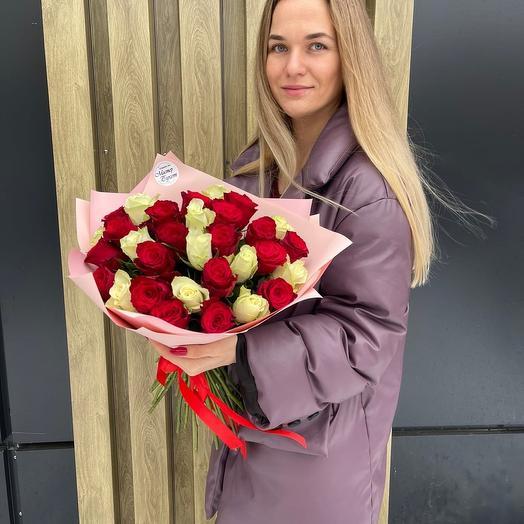 Букет из 31 розы Кения 40 см в упаковке