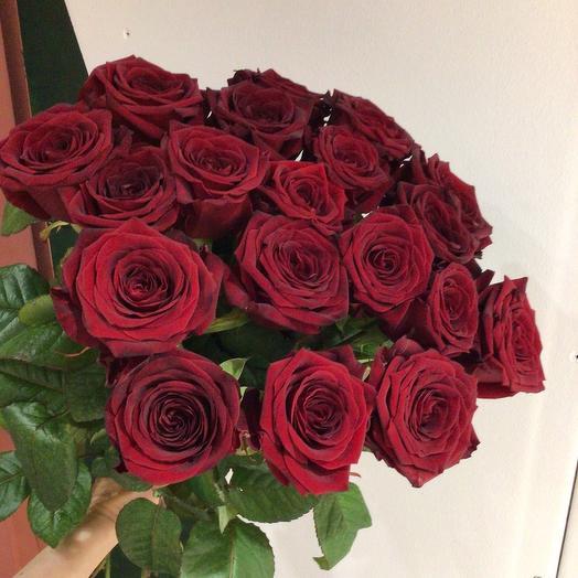 19 алых роз