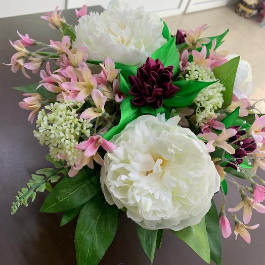 Composition of decorative flowers