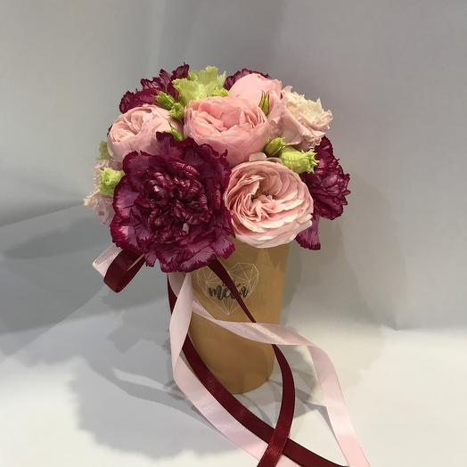 Цветочное послание в крафт стакане